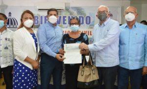 BONAO: 76 porcicultores reciben RD$14.2 m como compensación