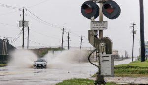 EEUU: 'Nicholas' se convierte en huracán 1 y toca tierra en Texas