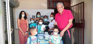 Presidente de Unión Demócrata Cristiana entrega útiles escolares