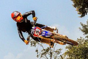 Manny Mora amplia dominio en categorías pesadasde motocross