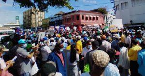 Una multitud marcha al Palacio en rechazo a minería en Monte Plata