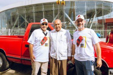 "Reinstalan ""Camioneta Roja"" en edificio Santo Domingo Motors"