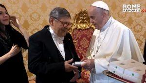 ROMA: Embajador RD regala selección de sus escritos al Papa