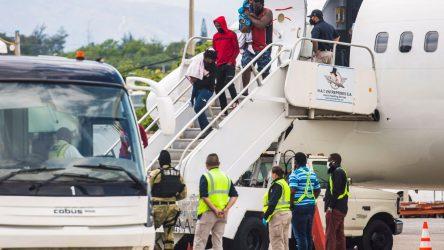 Aterriza en Haití el primer vuelo con migrantes deportados EEUU