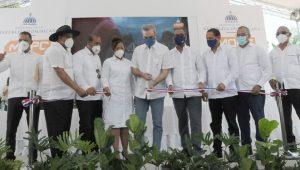 Presidente inaugura cuatro obras viales en Dajabón y Montecristi
