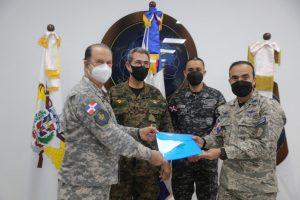 Ministro Defensa designa nuevo jefe Comando Conjunto de FFAA