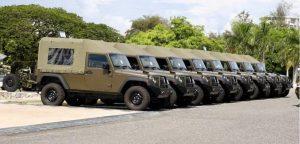 EE.UU. dona 8 vehículos militares para patrullar frontera con Haití
