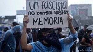 EL SALVADOR: Protestan el fallo permite la reelección presidencial