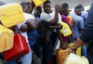 Se recrudece crisis de combustible con aglomeraciones en Haití