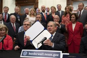 TEXAS: Gobernador promulga la ley endurece condiciones del voto