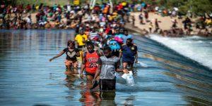 EE.UU. deportará miles haitianos que entraron en masa ilegalmente
