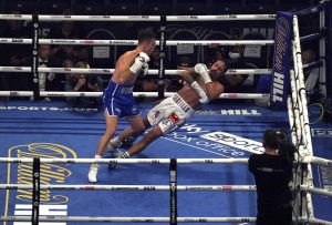 Boxeador dominicano fue hospitalizado tras KO brutal