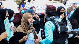 AFGANISTAN: Talibán dispersan con tiros al aire protesta en Kabul