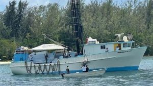 Rescatan a 25 pescadores iban en barco naufragó cerca isla Beata
