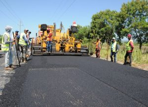 Garantizan en un mes terminarán la carretera San Juan-Las Matas