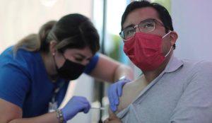 EEUU: FDA rechazó tercera dosis vacuna Pfizer en menores de 65