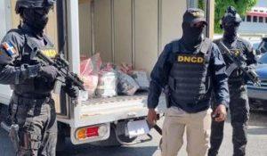 BARAHONA: DNCD decomisa 14 paquetes de cocaína en Enriquillo