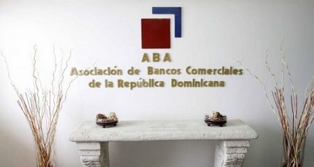Bancos dominicanos exigirán también tarjeta vacunación