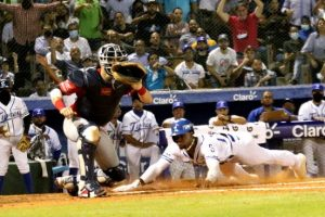 Licey, Aguilas y Estrellas ganan en inicio torneo beisbol profesional