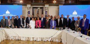 "Abinader promete apoyo para escritores e «intelectuales"" RD"