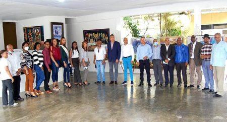 lnauguran en Cambita Garabitos Primera Exposición de Pintores