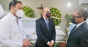 Danilo Medina da pésame Marino Collante por muerte madre
