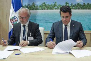 FRANCIA: RD suscribe acuerdos turísticos durante feria Top Resa