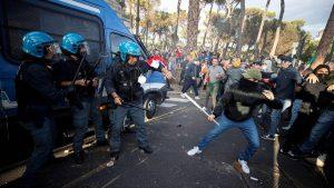 Nancy Pelosi evacuada de una misa en Roma debido a disturbios