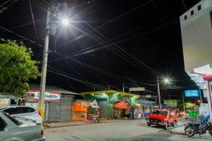 Edesur ilumina y electrifica el mercado San Juan de la Maguana