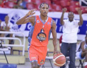 Jassel Pérez, joven talento que dejó el fútbol por el baloncesto