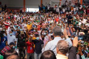 Leonel juramenta a 2,924nuevos miembros Fuerza Pueblo en SC
