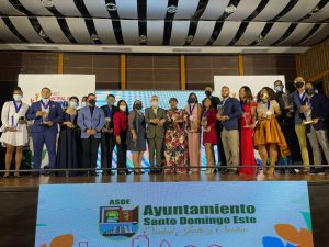 Ayuntamiento reconoce jóvenes destacados Santo Domingo Este