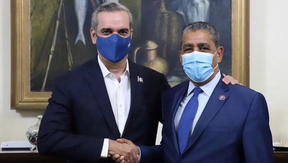 N. York: Adriano Espaillat sugiere rebajar sueldos a diplomáticos RD